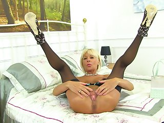 Blonde Brititsh mature amateur MILF Elaine has fun with pussy insertion