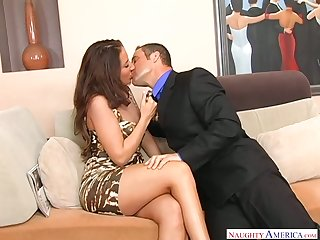 Grumble wife Richelle Ryan seduces realtor greatest extent her retrench is on a business trip