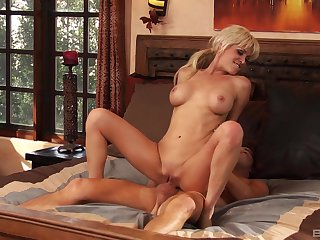 Mikki Lynn wants to try every posible sex pose just about her friend