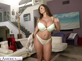 Killing hot milf Ava Addams gives a wonderful blowjob and gets her pussy slammed