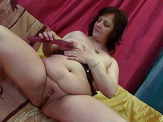 Younger toff fucks randy granny Irine coupled with makes her scream